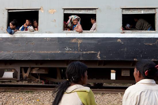 g_train01_photontrip.jpg